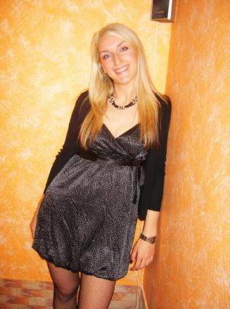 Samtkleid (34) aus Berlin