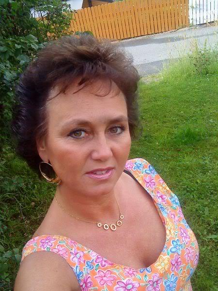 Huttraegerin (50) aus Darmstadt